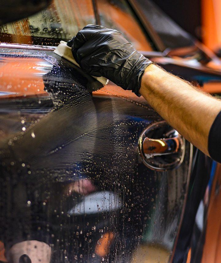 Ručné umývanie nepoškodí lak Vášho automobilu